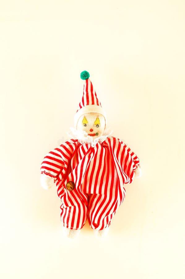 Κούκλα παιχνιδιών Pierrot στο άσπρο υπόβαθρο στοκ εικόνες