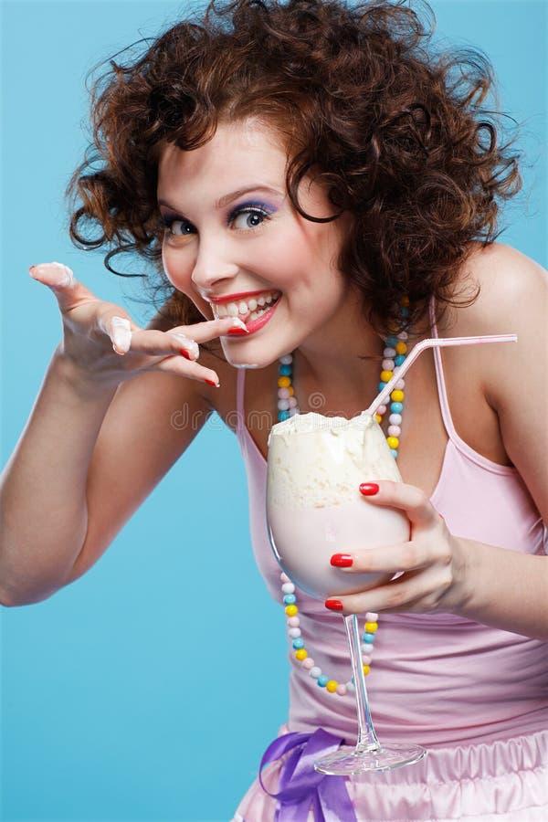 Download κούνημα γάλακτος κοριτσ στοκ εικόνα. εικόνα από lifestyle - 17056955