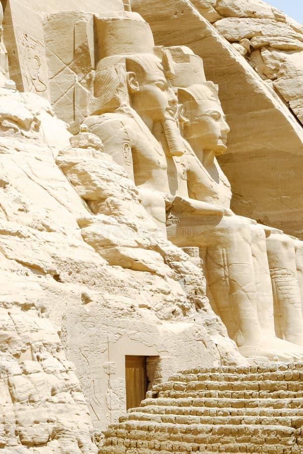 Κολοσσός του μεγάλου ναού Ramesses ΙΙ, Abu Simbel, Αίγυπτος στοκ εικόνες