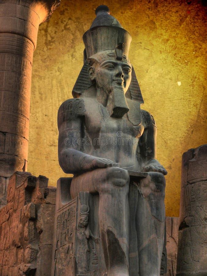 Κολοσσός Ramses ΙΙ στο ναό Luxor (Αίγυπτος) στοκ φωτογραφίες με δικαίωμα ελεύθερης χρήσης