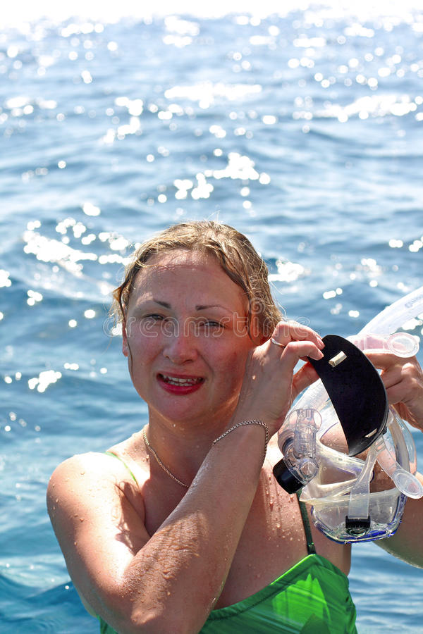 κολύμβηση με αναπνευστήρα κοριτσιών στοκ εικόνες
