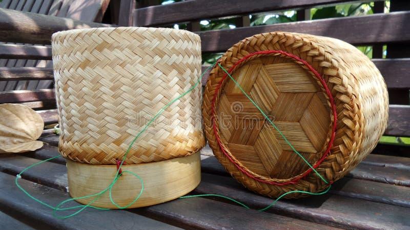 Κολλώδες καλάθι μπαμπού ρυζιού στοκ εικόνες