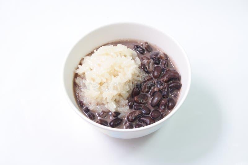 Κολλώδες ρύζι και μαύρο φασόλι με το γάλα καρύδων, ταϊλανδικό επιδόρπιο στοκ εικόνες