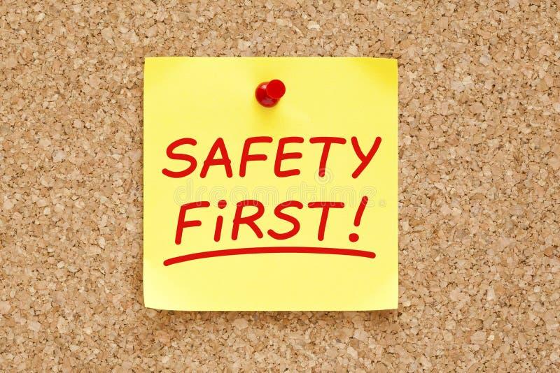 Κολλώδης σημείωση ασφάλειας πρώτα στοκ φωτογραφίες με δικαίωμα ελεύθερης χρήσης