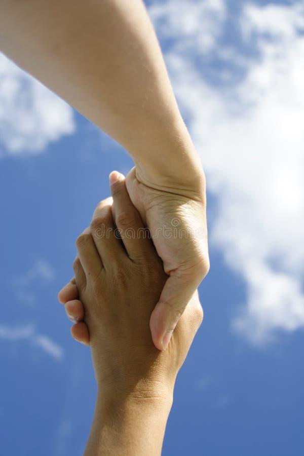 κράτημα χεριών στοκ εικόνα με δικαίωμα ελεύθερης χρήσης