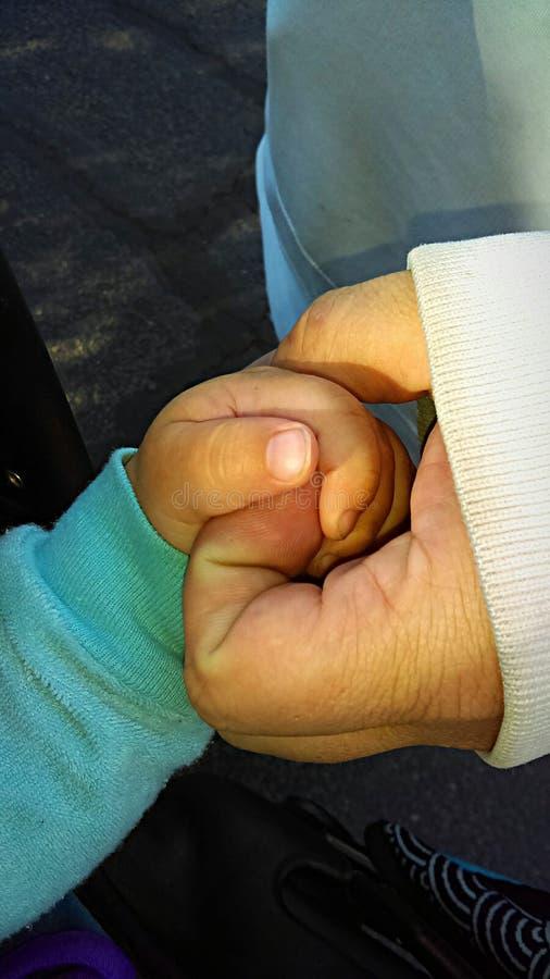 κράτημα χεριών στοκ εικόνες