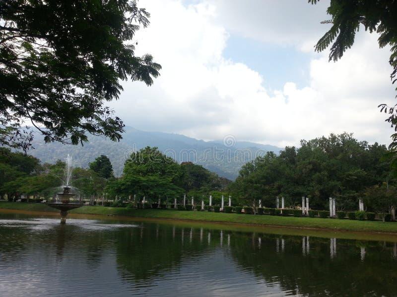 Κράτος έλξης ουρανού όχθεων ποταμού πάρκων στοκ εικόνες