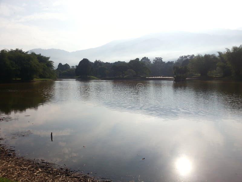 Κράτος έλξης ουρανού όχθεων ποταμού πάρκων ήλιων στοκ εικόνα με δικαίωμα ελεύθερης χρήσης