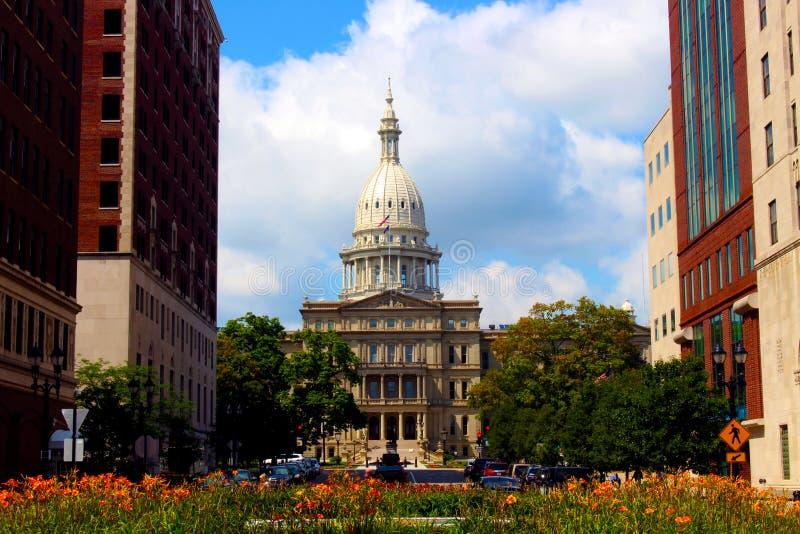 Κράτος Capitol και λουλούδια στοκ φωτογραφία με δικαίωμα ελεύθερης χρήσης