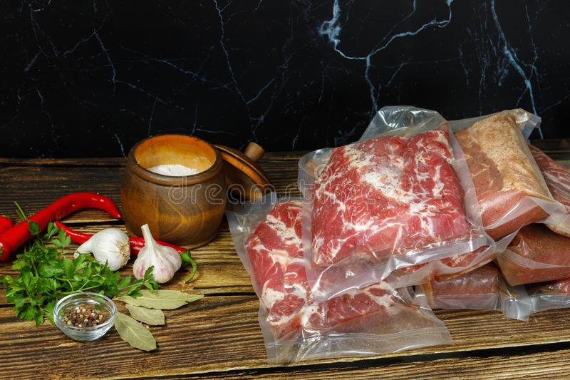 Κρέας για μαγείρεμα σε συσκευασίες της τεχνολογίας sous vide στοκ φωτογραφία με δικαίωμα ελεύθερης χρήσης