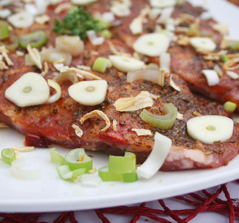 Κρέας με το σκόρδο και τα κρεμμύδια στοκ εικόνες