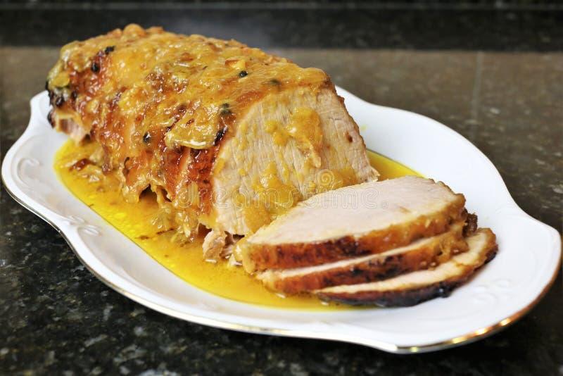 Κρέας οσφυϊκών χωρών χοιρινού κρέατος στην πορτοκαλιά σάλτσα στοκ φωτογραφίες