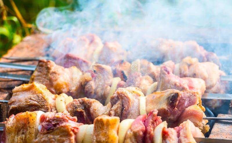 Κρέας σε ένα οβελίδιο στοκ εικόνες