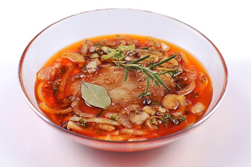 Κρέας, χοιρινό κρέας στο μαρινάρισμα σε ένα πιάτο γυαλιού στοκ φωτογραφία με δικαίωμα ελεύθερης χρήσης