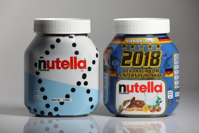 Κρέμα σοκολάτας Nutella, άσπρο υπόβαθρο στοκ φωτογραφία
