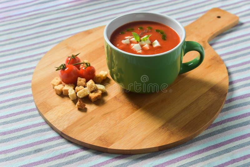 Κρέμα της σούπας ντοματών με Croutons στοκ εικόνα