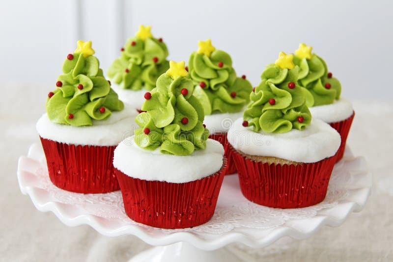 κρέμα Χριστουγέννων τυριών κέικ cupcakes που παγώνει το κόκκινο βελούδο στοκ εικόνα