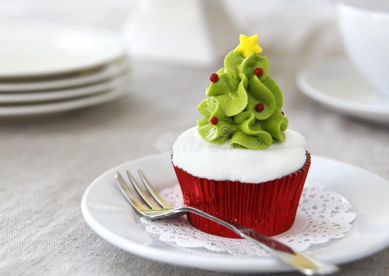 κρέμα Χριστουγέννων τυριών κέικ cupcakes που παγώνει το κόκκινο βελούδο στοκ εικόνες
