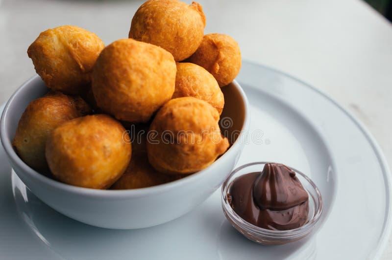 Κρέμα Donuts και choco για το brekfast στοκ φωτογραφίες με δικαίωμα ελεύθερης χρήσης