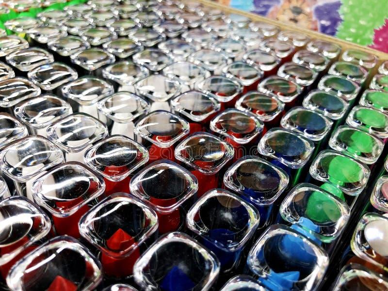 Κραγιόν αγγελιών κραγιόν Glamor στους διαφορετικούς τόνους χρώματος Προϊόν προώθησης συσκευασίας στοκ φωτογραφίες