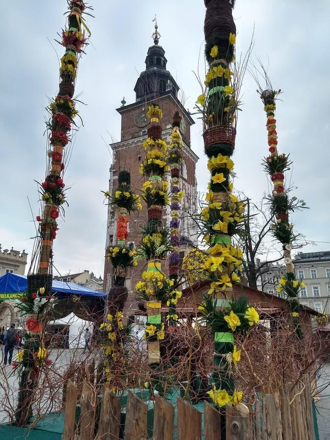 Κρακοβία/Πολωνία - 23 Μαρτίου 2018: Εκθέσεις Πάσχας στην πλατεία Rynok αγοράς στην Κρακοβία Περίπτερα με τα αναμνηστικά, τα γλυκά στοκ φωτογραφίες