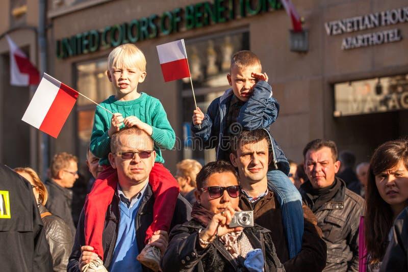 ΚΡΑΚΟΒΙΑ, ΠΟΛΩΝΙΑ - μη αναγνωρισμένοι συμμετέχοντες που γιορτάζουν την εθνική ημέρα της ανεξαρτησίας μια Δημοκρατία της Πολωνίας στοκ φωτογραφία