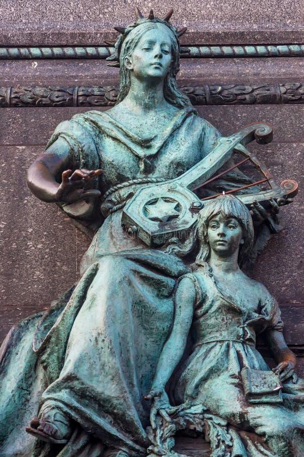 ΚΡΑΚΟΒΙΑ, ΠΟΛΩΝΙΑ - ΤΟΝ ΙΟΎΝΙΟ ΤΟΥ 2012: Μνημείο Mickiewicz στοκ φωτογραφία με δικαίωμα ελεύθερης χρήσης