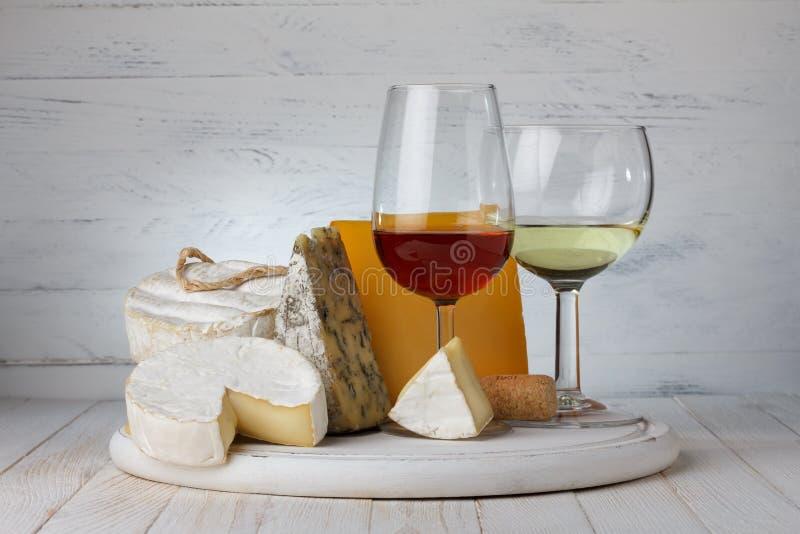 Κρασί με το τυρί στοκ εικόνες