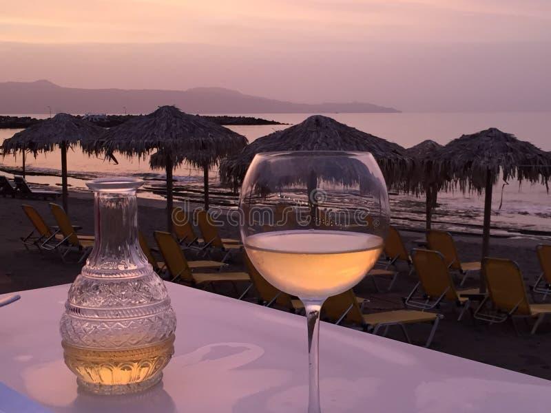 Κρασί στην παραλία στοκ φωτογραφία με δικαίωμα ελεύθερης χρήσης
