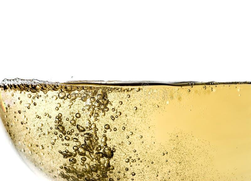 Κρασί στο γυαλί, μακροεντολή, κύμα του κρασιού, παφλασμός, φυσαλίδες, σύσταση, άφρισμα, που απομονώνεται στοκ εικόνες