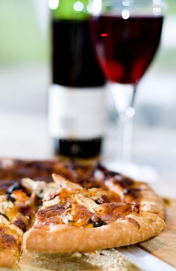 κρασί φετών πιτσών στοκ φωτογραφία με δικαίωμα ελεύθερης χρήσης