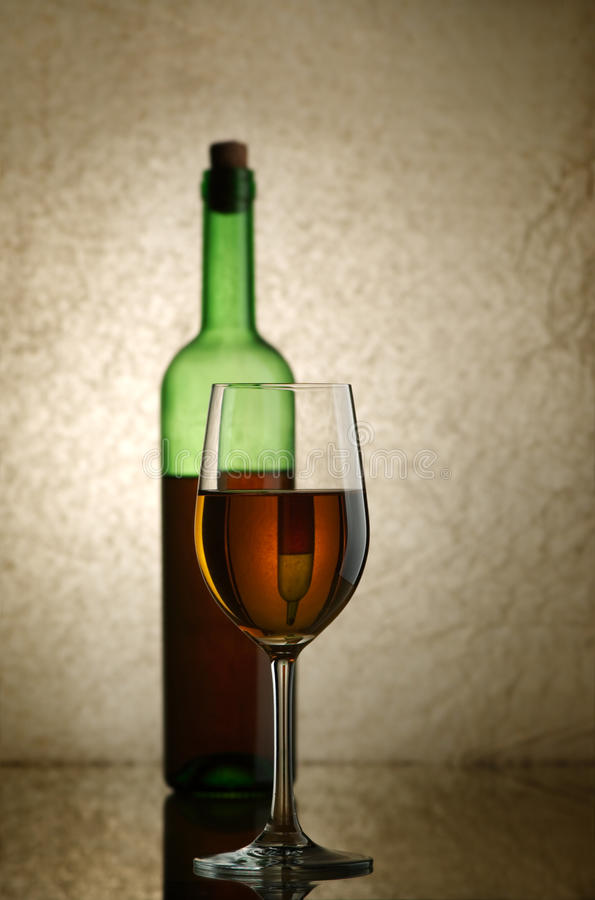 Download κρασί στοκ εικόνες. εικόνα από muscat, άσπρος, ποτό, σταφύλια - 13190218