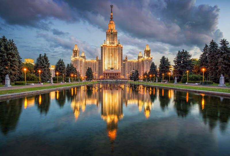 Κρατικό πανεπιστήμιο της Μόσχας βραδιού στοκ εικόνα