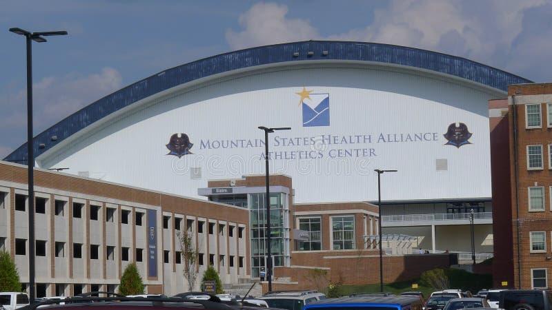 Κρατικό πανεπιστήμιο του ανατολικού Τένεσι - κρατικής υγείας γκαράζ και βουνών χώρων στάθμευσης αθλητικό κέντρο συμμαχίας στοκ φωτογραφία με δικαίωμα ελεύθερης χρήσης