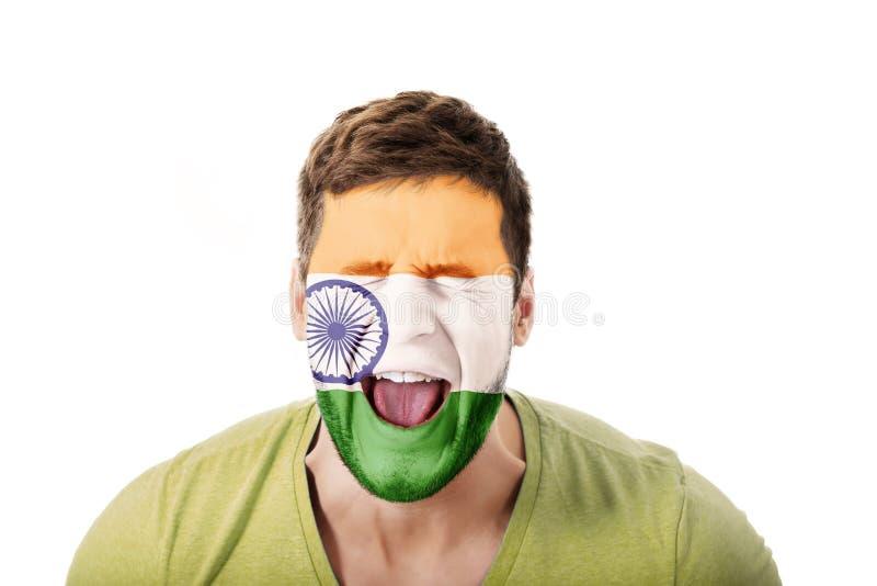 Κραυγάζοντας άτομο με τη σημαία της Ινδίας στο πρόσωπο στοκ εικόνες με δικαίωμα ελεύθερης χρήσης