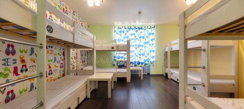 Κρεβάτια κουκετών στον ξενώνα στοκ φωτογραφία με δικαίωμα ελεύθερης χρήσης
