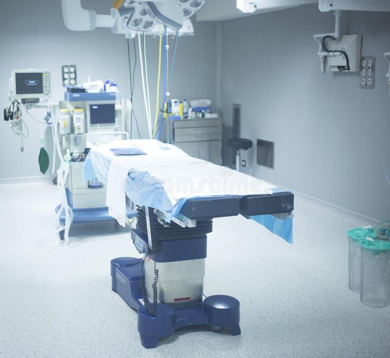 Κρεβάτι λειτουργούντων δωματίων νοσοκομείων χειρουργικών επεμβάσεων ορθοπεδικής στοκ φωτογραφίες με δικαίωμα ελεύθερης χρήσης