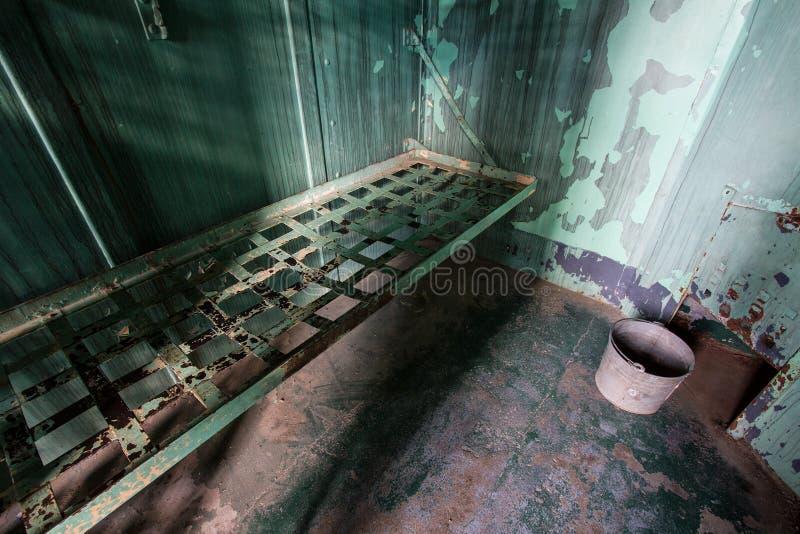 κρεβάτι σε μια φυλακή στοκ φωτογραφία με δικαίωμα ελεύθερης χρήσης