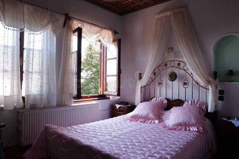 κρεβατοκάμαρα ρωμανική στοκ εικόνες