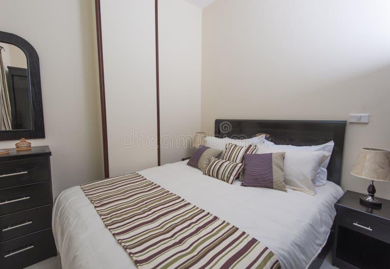 Κρεβατοκάμαρα σε ένα διαμέρισμα στοκ εικόνες