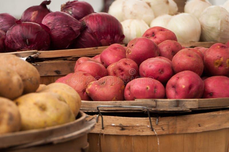 Κρεμμύδια και πατάτες στοκ φωτογραφία