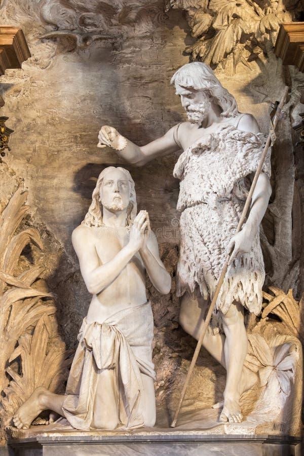 ΚΡΕΜΟΝΑ, ΙΤΑΛΙΑ, 2016: Το άγαλμα του βαπτίσματος Χριστού Chiesa Di Santa Agata από 19 σεντ από τον άγνωστο καλλιτέχνη στοκ εικόνες