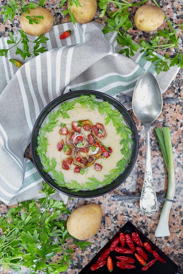 κρεμώδης σούπα πατατών στοκ εικόνα με δικαίωμα ελεύθερης χρήσης