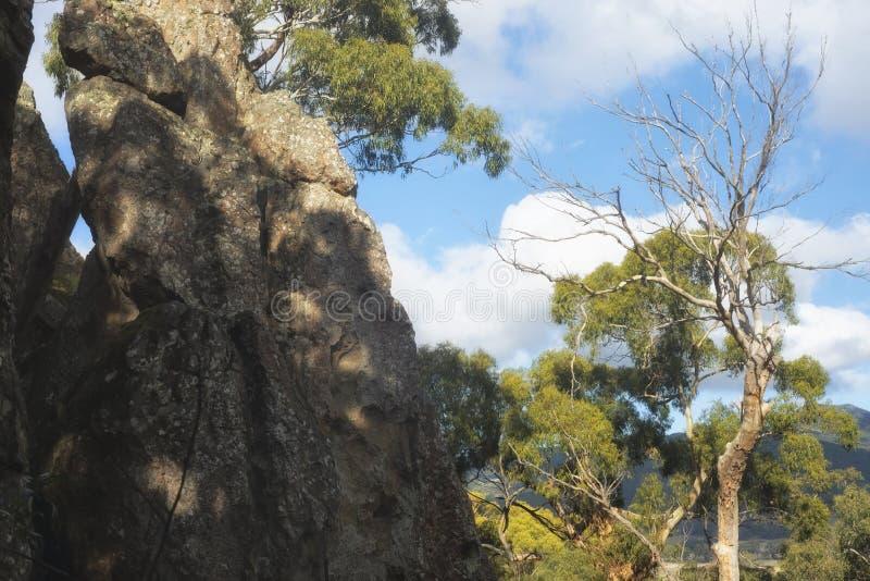 Κρεμώντας βράχος, Woodend, Αυστραλία στοκ εικόνα