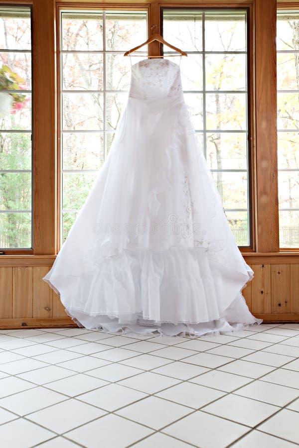κρεμώντας γαμήλιο άσπρο π&alph στοκ εικόνα