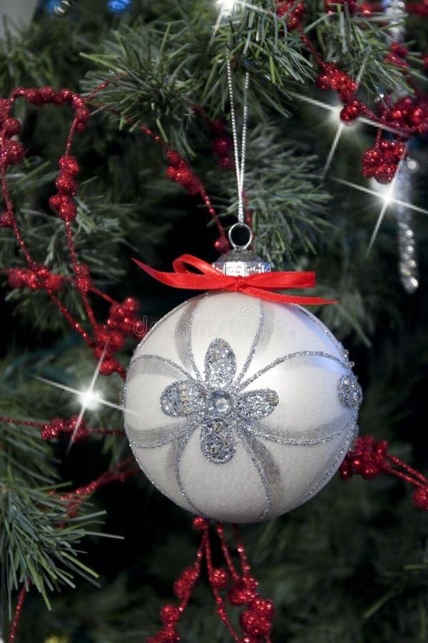Download κρεμώντας διακόσμηση Χρι&sigma Στοκ Εικόνα - εικόνα από ασήμι, κόκκινος: 22778185