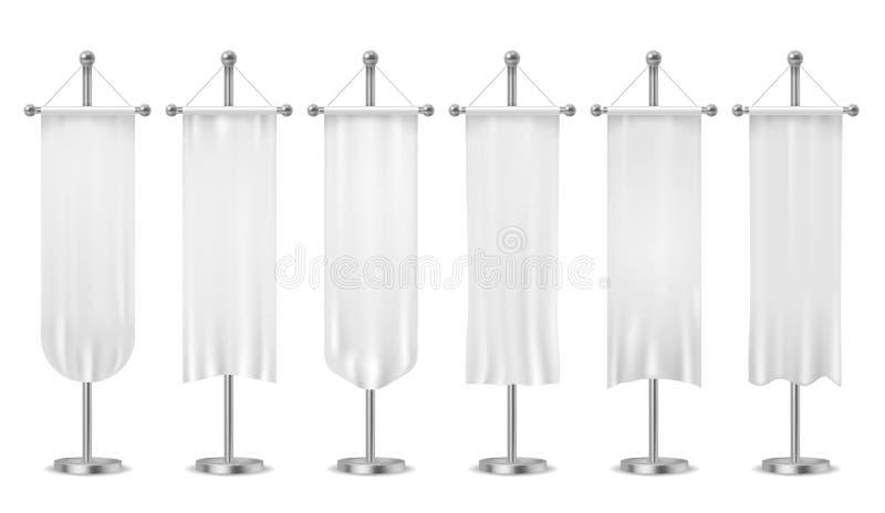 Κρεμώντας σημαία Κενά άσπρα εμβλήματα σημαιών, σημαίες αθλητικής υφαντικές διαφήμισης, κάθετος καμβάς στο διάνυσμα κονταριών σημα διανυσματική απεικόνιση