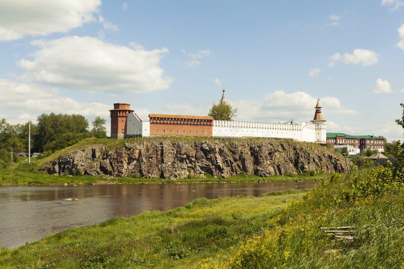 Κρεμλίνο στις όχθεις του ποταμού Tura Verkhoturye Ρωσία στοκ φωτογραφία