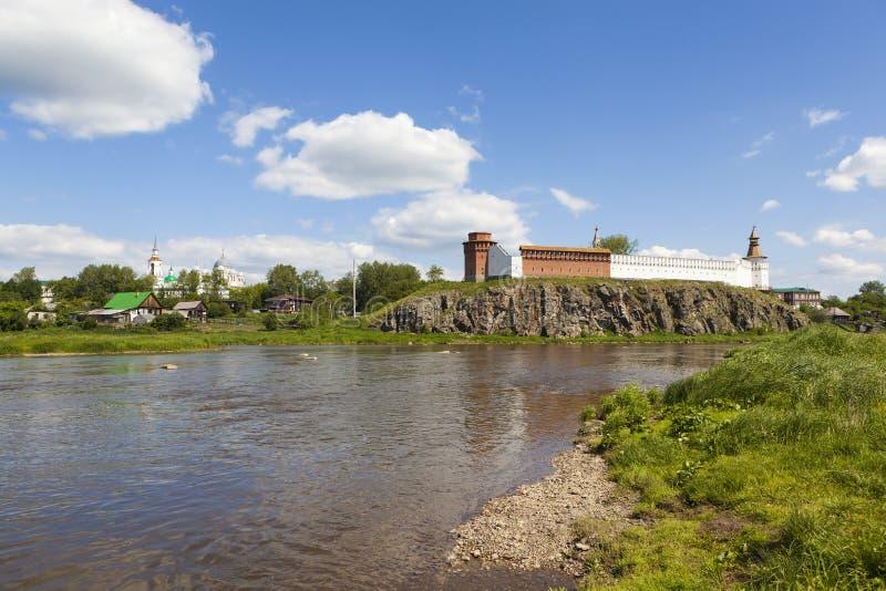 Κρεμλίνο στις όχθεις του ποταμού Tura Verkhoturye Ρωσία στοκ εικόνες