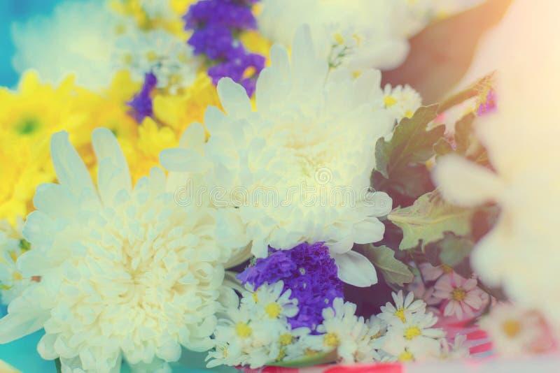 Κρητιδογραφία ανθοδεσμών εορτασμού τριαντάφυλλων άνοιξη ρυθμίσεων λουλουδιών στοκ φωτογραφίες με δικαίωμα ελεύθερης χρήσης